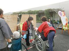 8月30日[学生の活動] 土浦市のケアセンターにいはりで行われた納涼祭にボランティアとして参加しました
