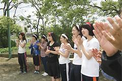 6月7[学生の活動]窓愛園(児童養護施設)の運動会に、福祉活動サークルの学生と顧問がボランティアとして参加しました。