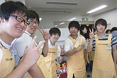 7月5日[学生の活動]かがやけ共同作業所のお祭りに福祉活動サークルの学生と顧問がボランティアとして参加しました。