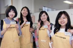 福祉活動サークルの学生と顧問がかがやけ共同作業所のお祭りにボランティアとして参加しました。