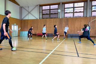 バレーボールサークルが近隣病院利用者の方々と交流試合を行いました