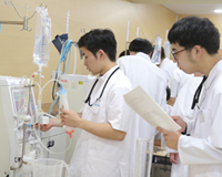 医療技術学科:授業紹介「血液浄化機器学実習」