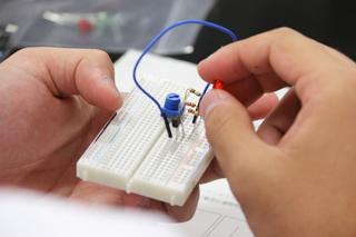 医療技術学科:授業紹介「医用電子工学実習」(平成30年度)