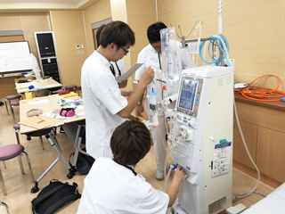 医療技術学科:授業紹介「生体機能代行装置学基礎実習」(平成30年度)