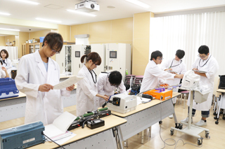 医療技術学科:授業紹介「医用治療機器学実習」(平成30年度)