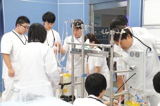医療技術学科:授業紹介「体外循環機器学実習」(平成30年度)