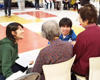 土浦市で開催されている「介護予防教室」に理学療法学科の学生、教員が参加しました(12月)