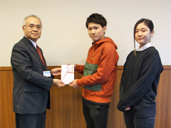 霞祭での看護サークル企画の売上金を土浦市社会福祉協議会に寄付しました